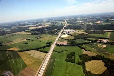 Gyrocopter: Pilot fuer einen Tag. Blick auf die A1, Richtung Hamburg.