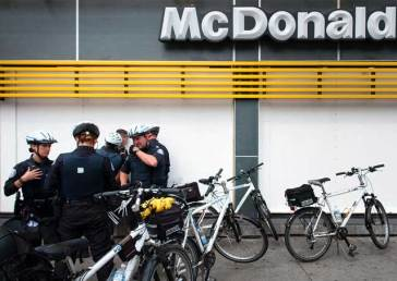 G20 Sunday MacDonalds arres 607x430 G20 Sunday Toronto as a police state photo