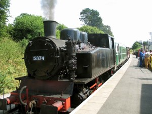 TKh 5374 in steam at Pitsford and Brampton station