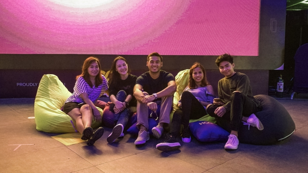 Hanging out with Piolo Pascual at HOOQ Hangouts