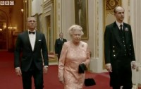 James Bond escorts The Queen to the Olympics