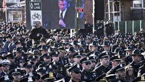 NYPD officers turn their backs on Mayor Bill de Blasio