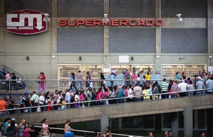 Escasez-y-Colas-en-Venezuela-para-comprar-comida-01-14-2015-3-800x533-e1426569691562-680x453