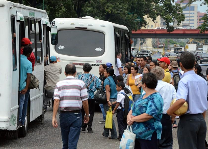 """Transportistas dicen NO al paro: """"Si nos paramos la gente no irá a la Toma de Venezuela"""""""