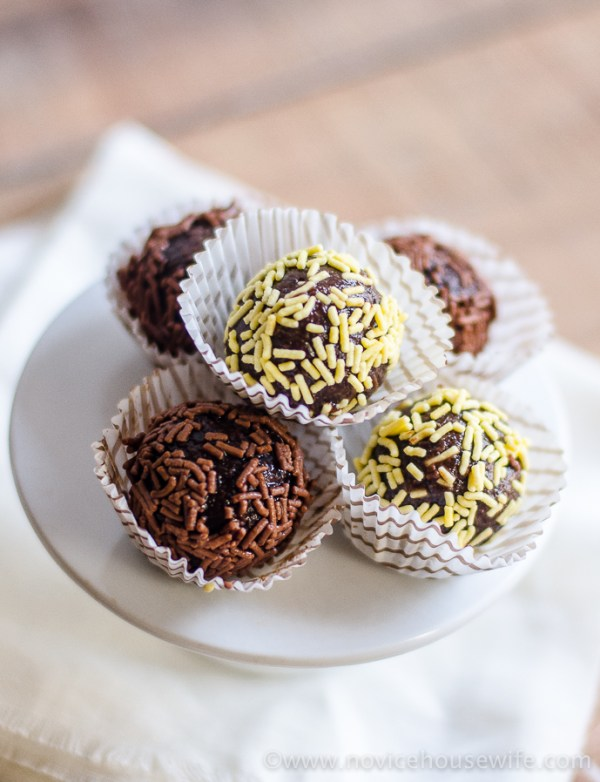 Gluten Free, sugar free, vegan, raw Date Truffles } | The Novice Housewife