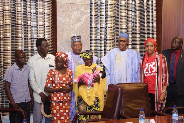http://mynaijainfo.com/just-found-chibok-girl-meets-president-buhari-photos
