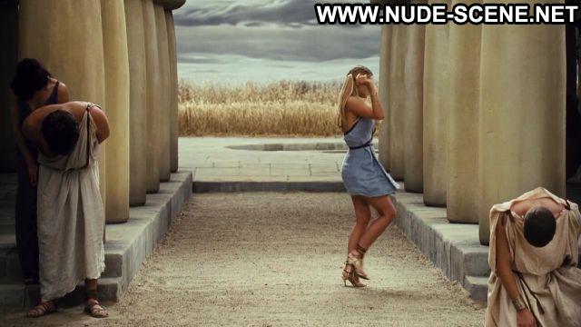 Carmen Electra Nude Sexy Scene Meet The Spartans Sexy Dress