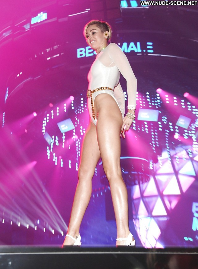 Miley Cyrus Pictures Camel Toe Teen Celebrity Sexy