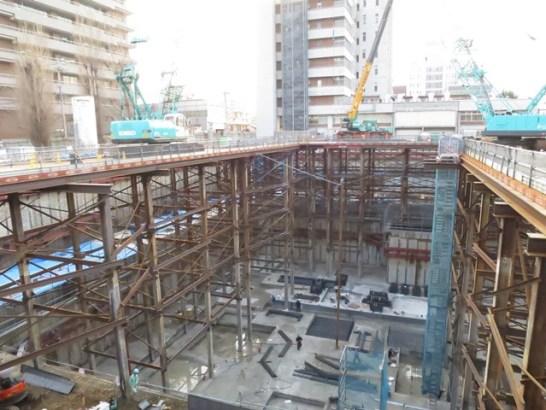 3月17日の総務委員会で、現場を視察。さすがに大がかりな工事です。
