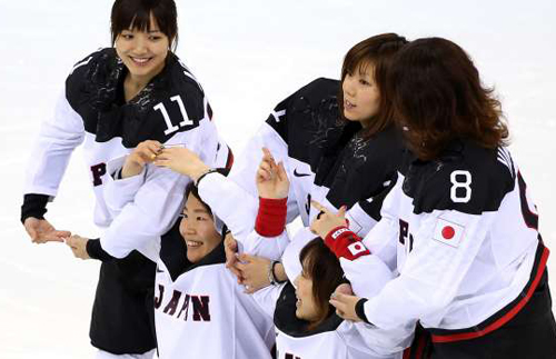 http://i1.wp.com/www.nwasianweekly.com/wp-content/uploads/2014/33_08/sports_hockey.jpg