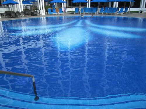 http://i1.wp.com/www.nwasianweekly.com/wp-content/uploads/2014/33_11/travel_swimming.JPG?resize=500%2C375
