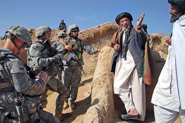 800pxTalking_to_village_elders_Zabul_Afghanistan