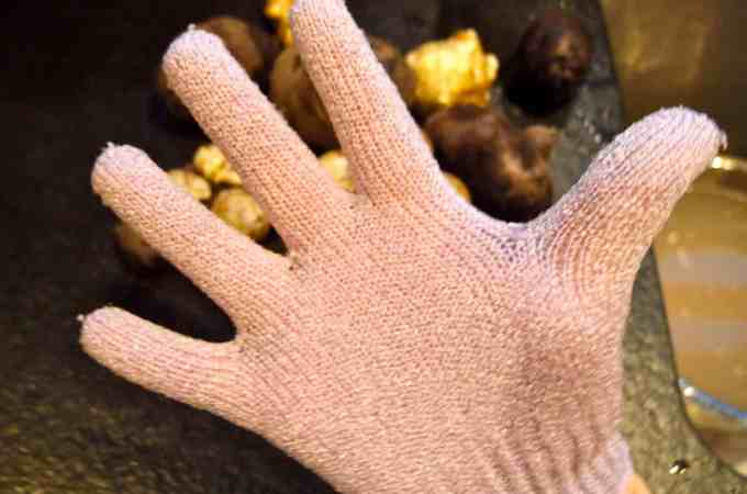 Palm Your Tater: Exfoliating Gloves Clean Root Vegetables