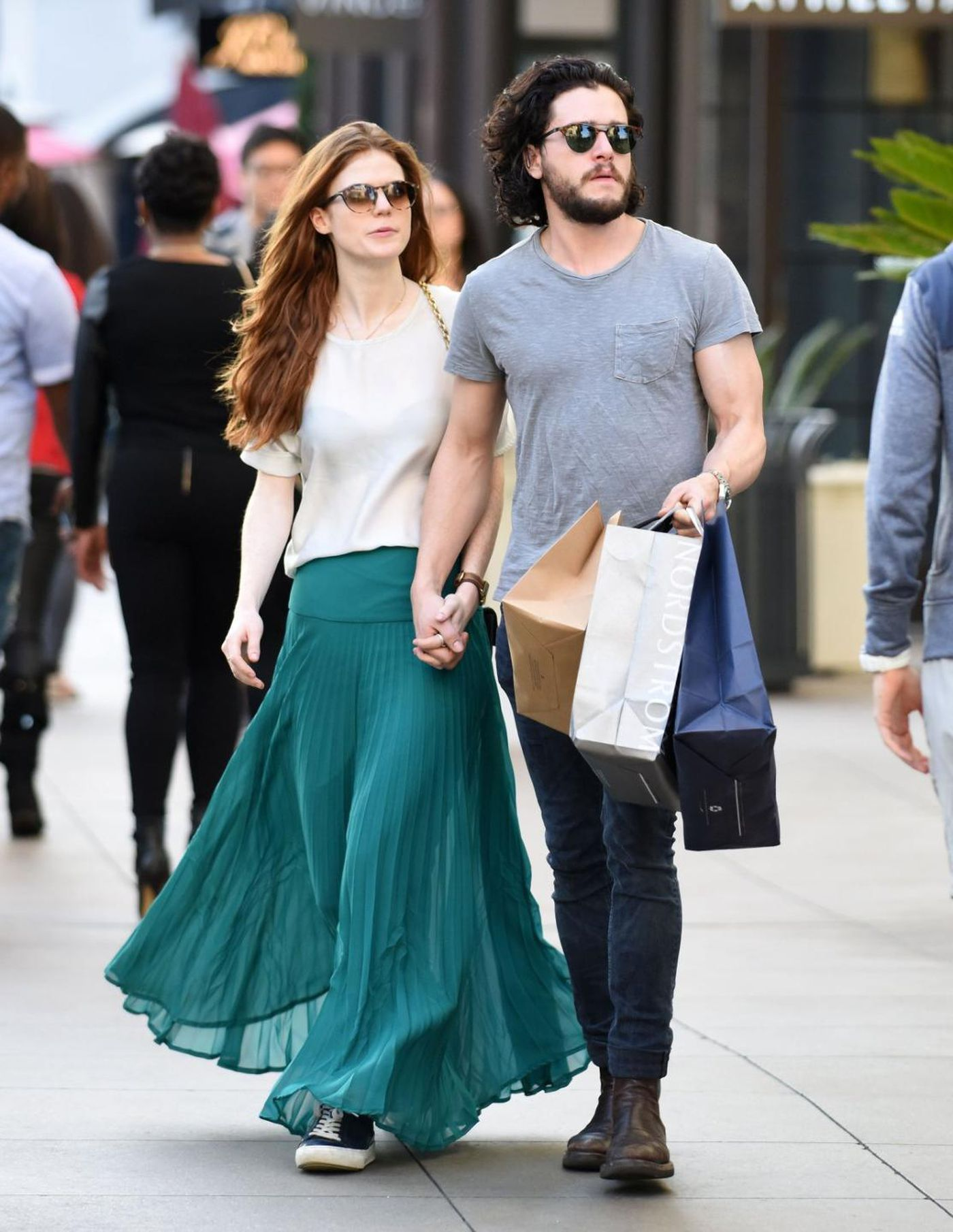 Game of Thrones  couple alert  Kit Harington and Rose Leslie reunite      Game of Thrones  couple alert  Kit Harington and Rose Leslie reunite   spotted