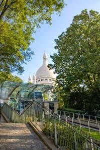 Bild der Funiculaire de Montmartre und der Basilika Sacre Coeur