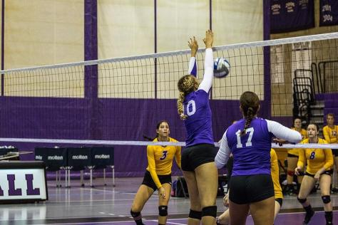 Women's volleyball wins in a shut out against Hunter College