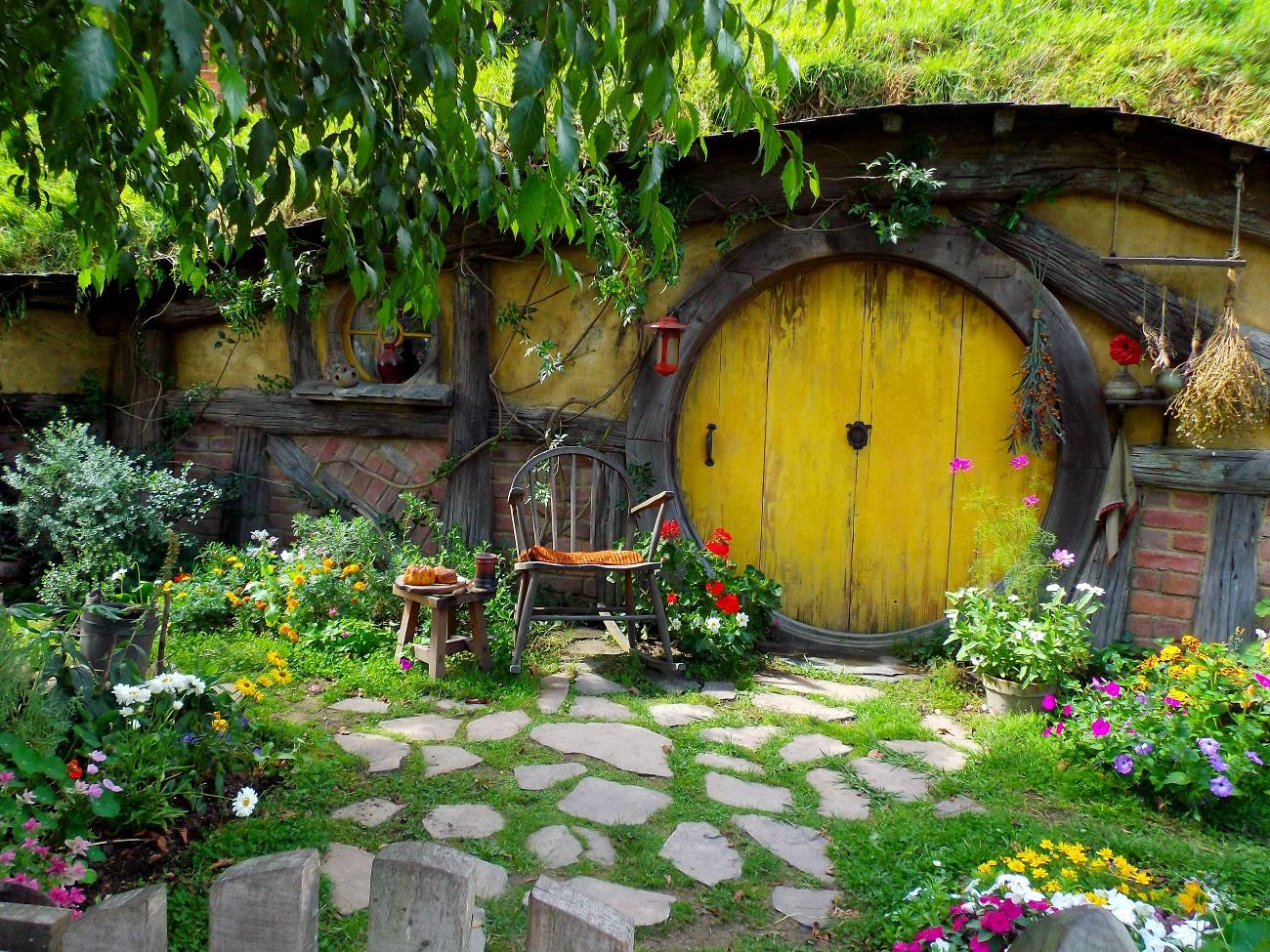 Hobbit Hole by Abigail Simpson