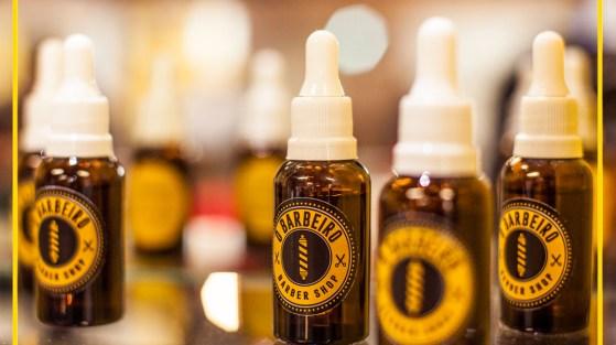 O óleo de semente de uva apresenta um alto teor de ácidos graxos poli-insaturados (como os ômegas 6 e 9) e vitamina E. Tem sido utilizado há bastante tempo como cosmético pois é eficaz para melhorar a saúde da pele e nutrir os cabelos.