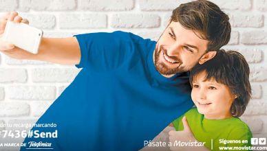papas felices con sus hijos