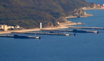 There are three 094 Jin Class SSBN parked at Hainan (Photo: China Defense Blog).