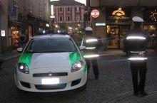 Tortona, rumeno ubriaco molesta i passanti in corso Montebello, denunciato
