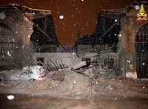 Incendio all'ex mercato di Novi Ligure, danneggiata la struttura e una macchina