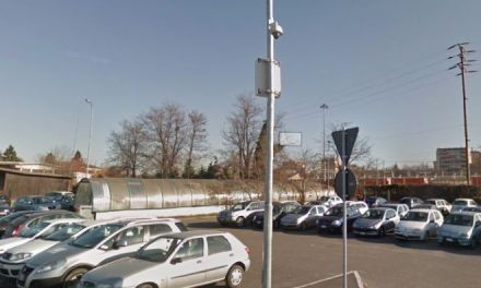 I vandali in piazza Dellepiane a Tortona spaccano i vetri di 5 auto, ma forse hanno le ore contate
