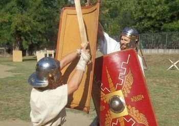 Domenica a Tortona combattimenti, esibizioni e arte dell'antica Roma. Le immagini