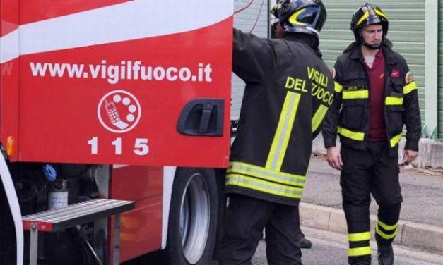 I Vigili del Fuoco di Tortona e Alessandria a San Giuliano per spegnere un incendio in una ditta