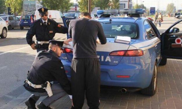 A Novi la Polizia scopre un albanese che nascondeva 16 mila euro e droga