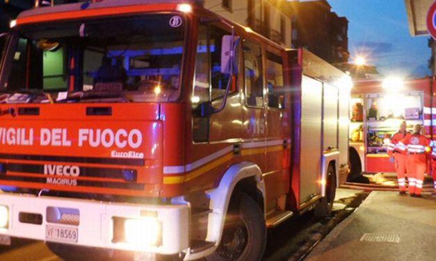 Grave incendio in una casa ad Isola Sant'Antonio, ustionato un giovane di 30 anni