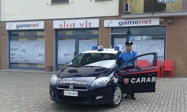 Due spagnoli viaggiano con 4 coltelli sull'auto e un rumeno con arnesi da scasso
