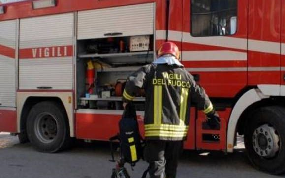Incendio in appartamento in Alessandria, anziano intossicato