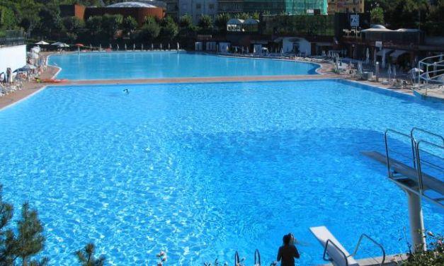 La piscina di Acqui. 84 anni, ma non li dimostra