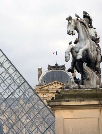1013-paris-louvre-day-to-night-2