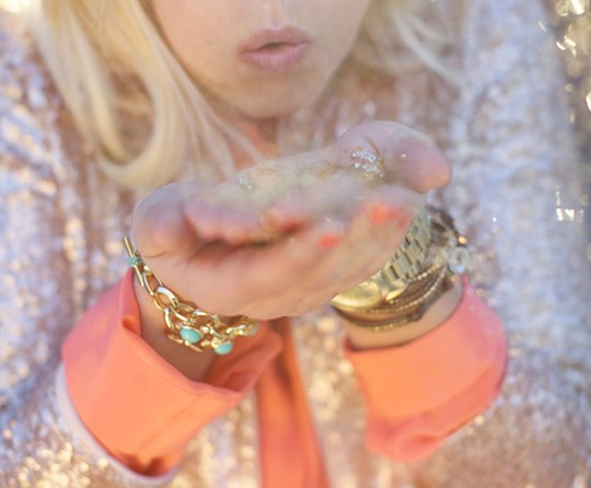 celebrating oh lovely day | gold glitter blow | photo by amy stone