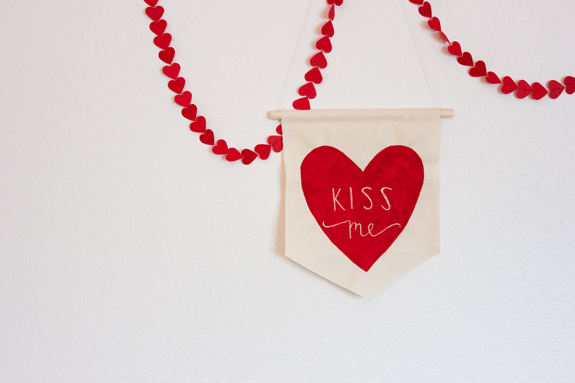 fabric kiss me heart banner