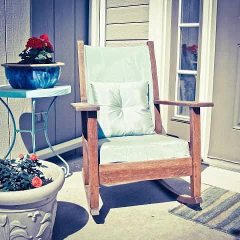 DIY  //  RECOVER AN OLD CHAIR