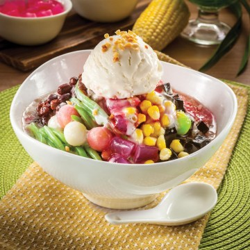 OLDTOWN Ice Kacang Rose Syrup with Ice Cream(Rp36)