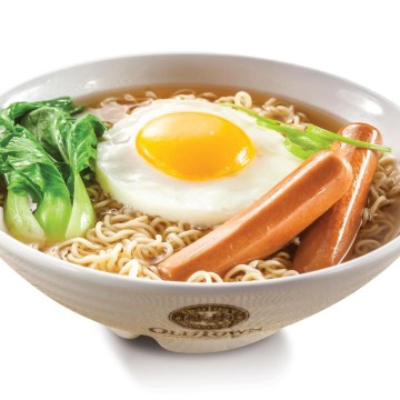 Springy Noodles with Chicken Sausage and Egg(Rp34)