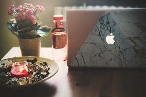 Marble, pink or just photos? – personalize your cover with CaseAPP