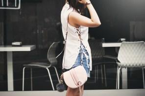 Una camicia con i lacci per combattere il caldo milanese | Lace-up shirt