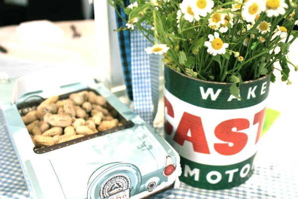 Vintage oil can and vintage car food box