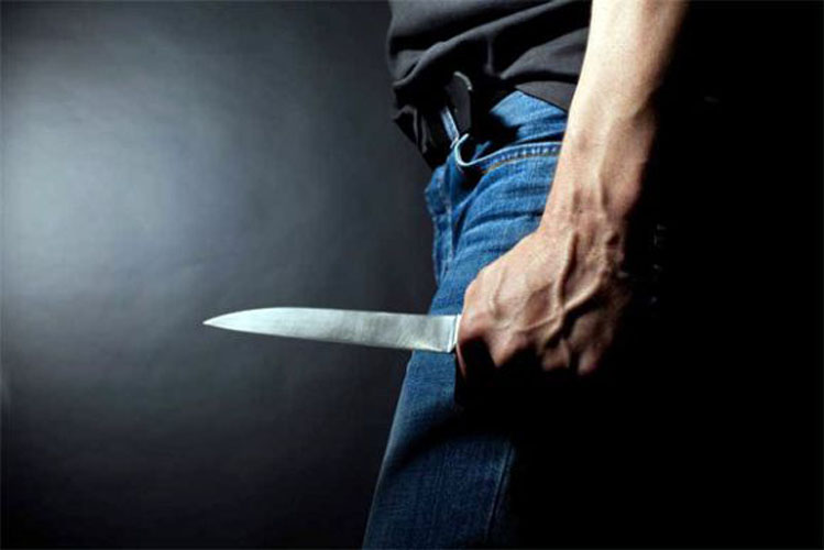 Τρόμος για 15χρονους μαθητές στη Λάρισα- Τους λήστεψε άγνωστος με την απειλή μαχαιριού μέσα στη νύχτα