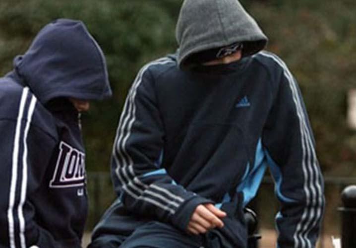Οικογενειακή σπείρα στη Λάρισα: Ανήλικοι κλέφτες εν γνώσει του πατέρα τους δύο νεαροί