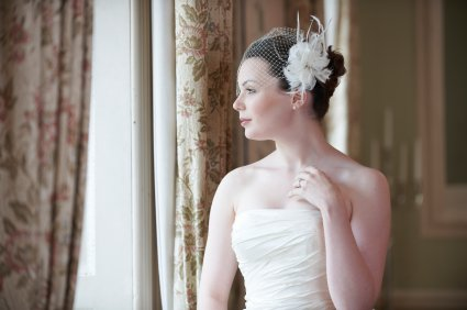 Many brides find the fascinator fascinating.  These headpieces are easy to make.