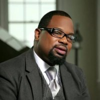 Hezekiah Walker feat. Marvin Sapp- God Favors Me Live (Video, Lyrics and mp3 download)