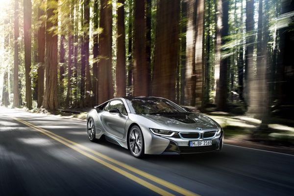 BMW i8 získalo titul Motor roka 2016