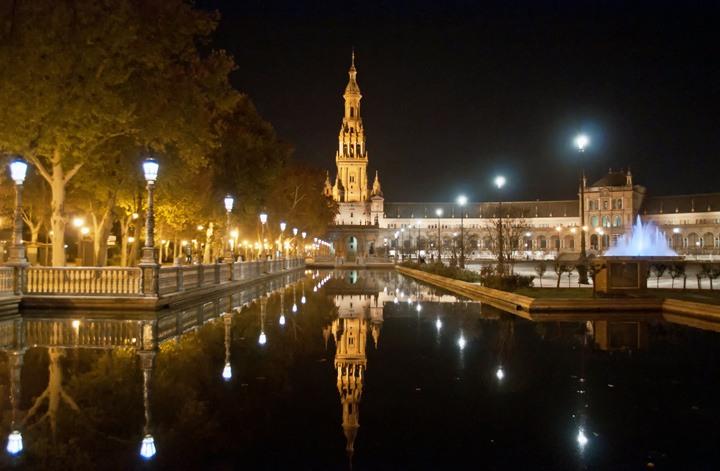 Reflections at the Plaza de España