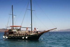 sailing-boat-1357118-1599x1066